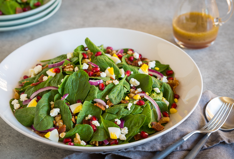 Recipe for spinach and pomegranate salad, healthy and delicious