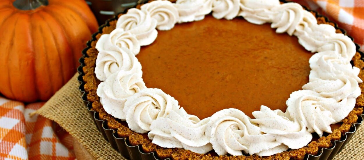 Recipe for making chocolate pumpkin tart with cinnamon cream, delicious and healthy